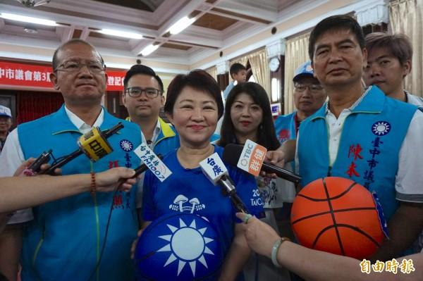 國民黨市長參選人盧秀燕強調自己民調穩定領先。(記者蔡淑媛攝)