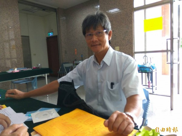 牙醫師林佳瑜今天登記參選雲林縣長。(記者林國賢攝)