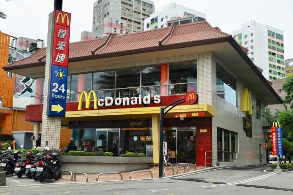 第2波花博卡特約商店,包括麥當勞等800家,優惠自9月起實施。(台中市政府提供)