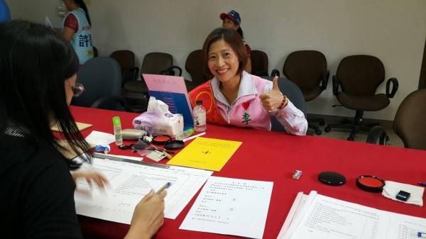 民進黨現任彰化縣議員賴岸璋的妻子李寶銀,以無黨籍參選縣議員。(李寶銀提供)