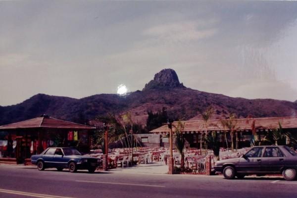 1992年左右的金灘在墾丁大街北端,當年墾丁大街仍相當荒涼。(記者蔡宗憲翻攝)