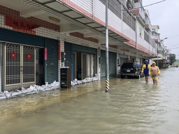823水災十二佃神榕社區大淹水。(台江文化促進會提供)