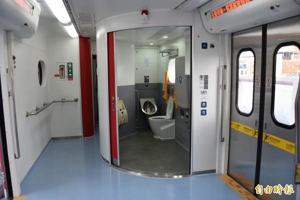 廁所也是全新打造,更方便身心障礙人士使用。(記者葉永騫攝)