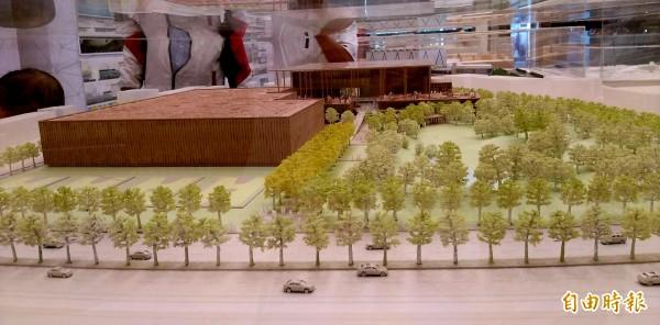 國家圖書館南部分館競圖成果巡迴展今日在新營文化中心開展,競圖第1名設計理念建立台灣首座循環圖書館。(記者王涵平攝)