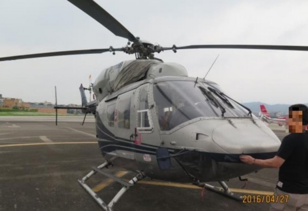 原鑑價6600萬的直升機流標14次,今以478萬成功拍出。(記者黃捷翻攝)