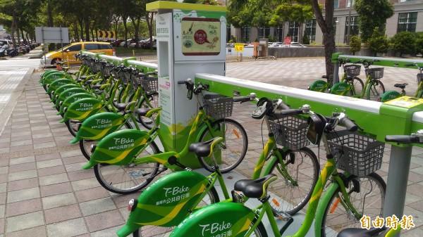 陳金鐘針對大台南公共運輸環境提出質詢,質疑高思博要「打掉T-Bike」,是「見笑轉生氣」。(記者蔡文居攝)
