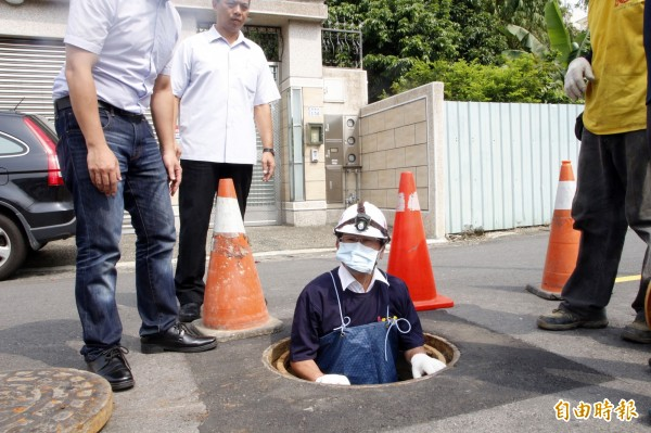 嘉義市長涂醒哲日前視察下水道清淤成效。(資料照)