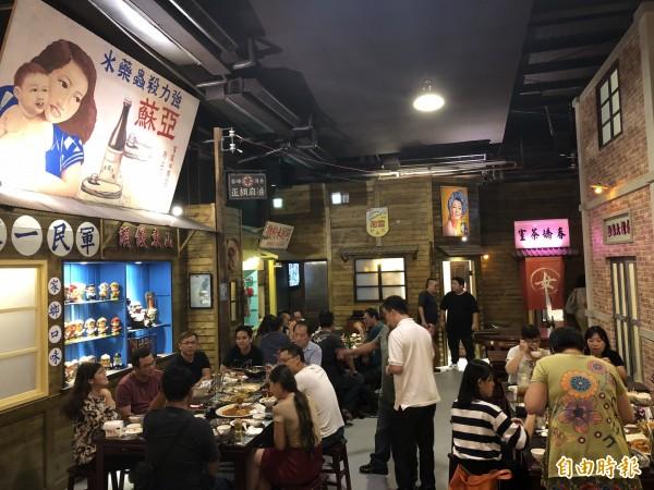 「黑貓食堂」重現50年代台灣的場景。(記者歐素美攝)