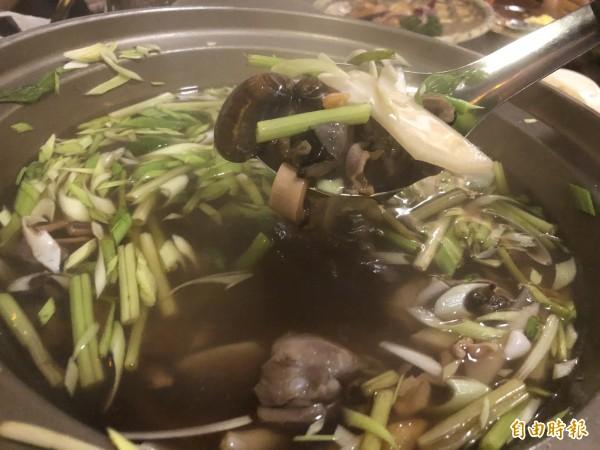 早期的酒家菜-魷魚螺肉蒜湯。(記者歐素美攝)