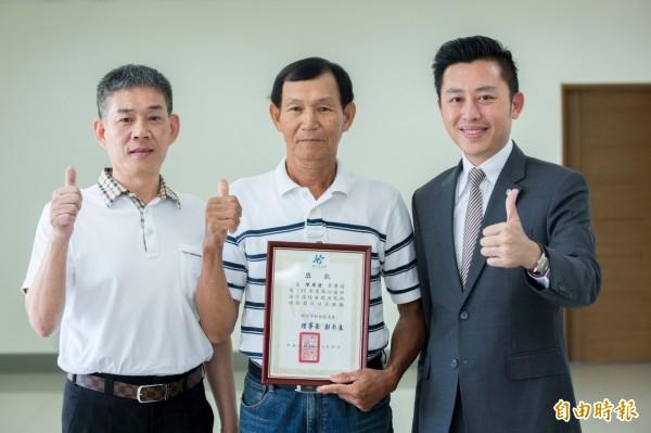 破除藍營票倉迷思!新竹區漁會理事長彭木生(左)力挺新竹市長林智堅(右)連任。(記者洪美秀攝)