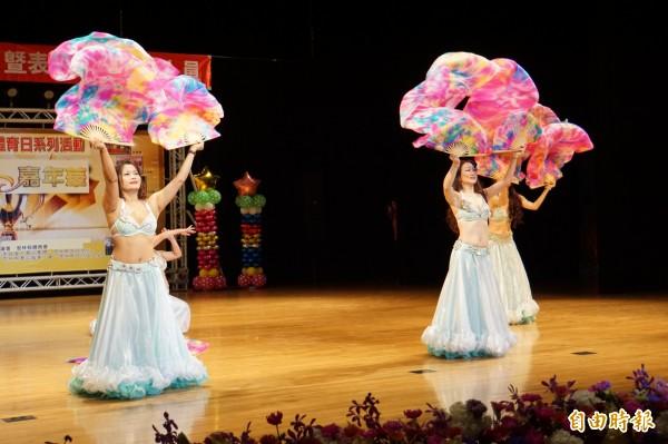 華麗的舞蹈表演,讓人看得目不轉睛。(記者詹士弘攝)