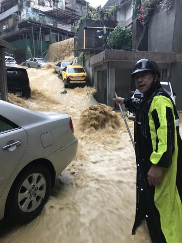 基隆市安樂區新西街成水瀑(記者盧賢秀翻攝)