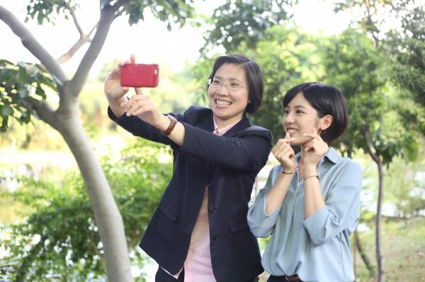學姊黃瀞瑩超級吸睛;她日前受訪表示,她是基於徐欣瑩與柯文哲理念相近才會幫忙。(徐欣瑩提供)