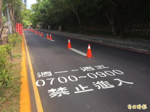 新竹市政府交通處去年7月底實施「寶山路調撥車道建置」計畫,實施1年多,不僅時速從33公里提升到40公里,交通事故也減少79%,改善幅度不少,將持續實施調撥車道計畫。(記者洪美秀攝)