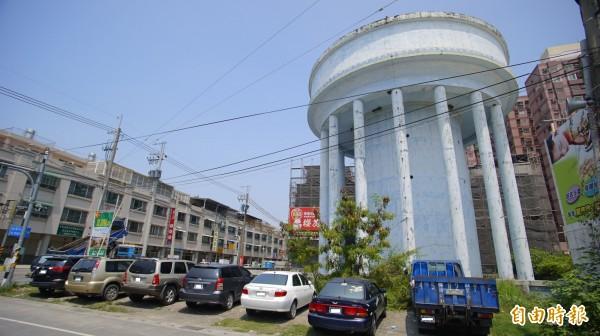 東港自來水塔,未來鎮區將加大管徑。(記者陳彥廷攝)
