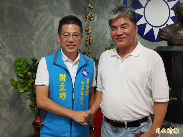 國民黨基隆市長參選人謝立功(左),邀請前內政部長李鴻源(右)到基隆分享治水經驗。(記者俞肇福攝)