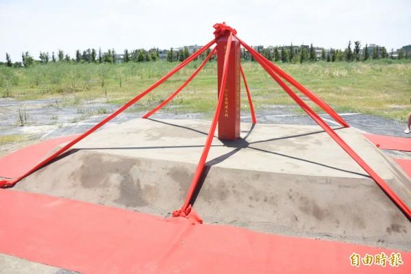 鹿江國際中小學校地目前興建中,預計明年竣工。(記者張聰秋攝)