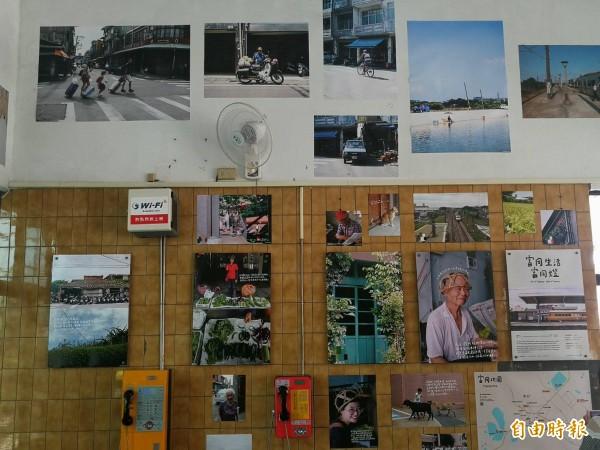 都市酵母於富岡火車站內創作展出的「富岡生活、富岡燈」,以一張張照片訴說地方的故事。(記者許倬勛攝)