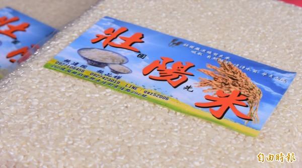 宜蘭縣壯圍鄉古結村長賴建國將自產自銷稻米命名為「壯陽米」,獨特名稱常令顧客好奇,「米吃了難不成真的會壯陽」?(記者張議晨攝)