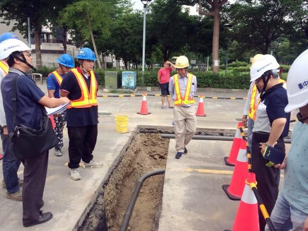 道路挖掘安全管理人員進行認證教學。(建設局提供)