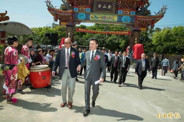 新竹市長林智堅爭取連任,獲客家大老鄭茂灶的支持和力挺,願意擔任客家後援會的主任委員。(記者洪美秀攝)