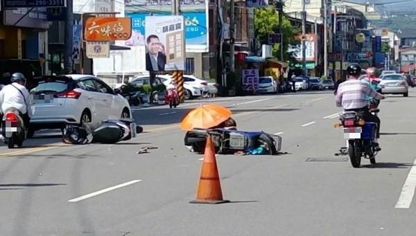 埔里鎮中山路2段與明徳2巷路口發生機車碰撞事故,其中75歲陳姓老翁頭部受創命危。(記者佟振國翻攝臉書「埔里人通通+近來」)