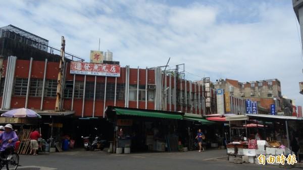 使用超過50年,苑裡公有零售市場將詳評耐震能力。(記者蔡政珉攝)