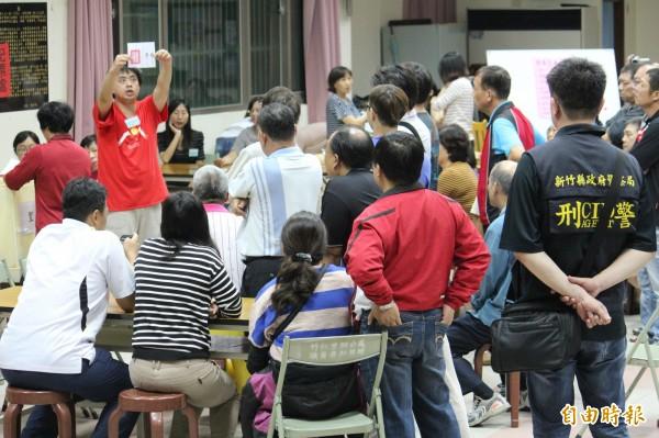 新竹縣年底的5合1選舉共有404個投開票所,需要5050名工作人員協助投開票作業,到現在還缺1000個幫手。(資料照,記者黃美珠攝)