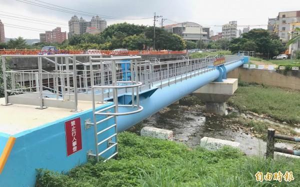 桃林鐵路增設供水幹管,將有4.2萬戶受益。(記者謝武雄攝)