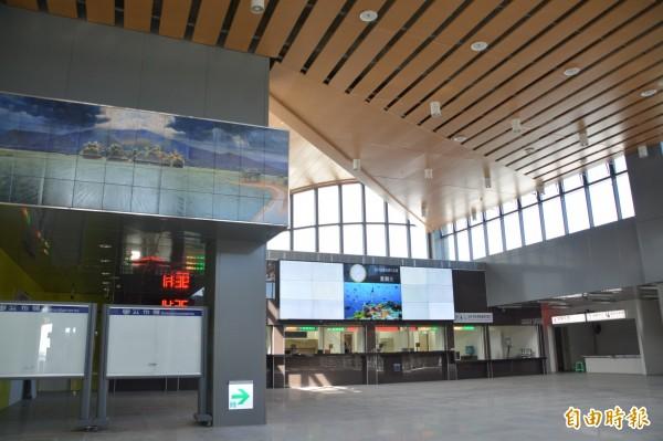 台鐵花蓮新站的售票亭。(記者王峻祺攝)