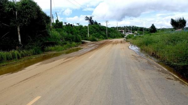 連續豪雨造成恆春半島處處土石泥流。(記者蔡宗憲翻攝)
