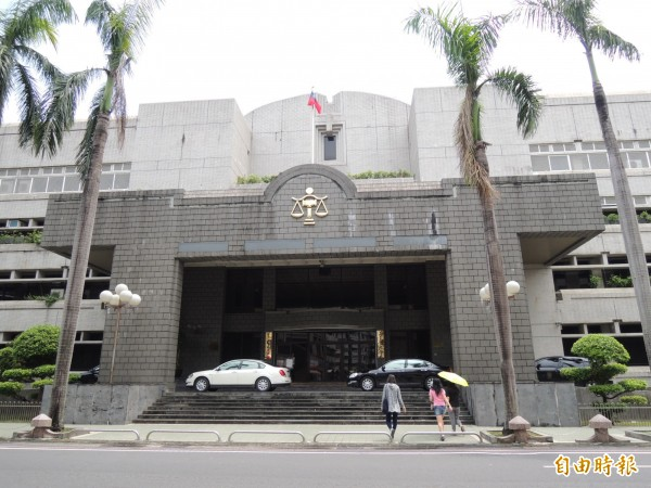 林姓員工摔癱,老闆未做好安全防護,屏東地院判賠922萬多元。(記者李立法攝)
