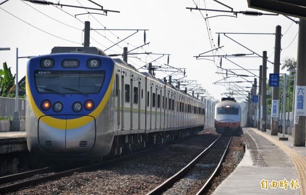 高雄鐵路地下化後,屏東至新左營行車時間將拉長。(記者侯承旭攝)