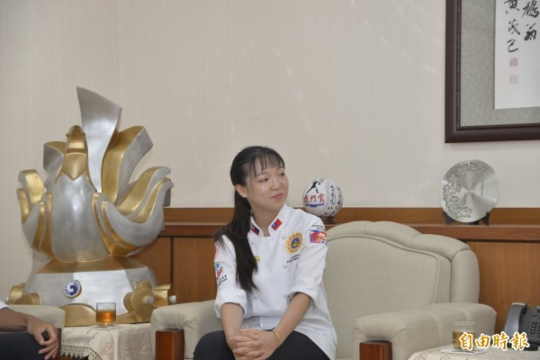 2018世界名廚大賽金牌獎得廖于儀,選擇以藝術麵包參賽。(記者詹士弘攝)