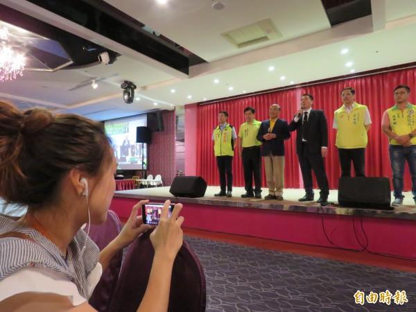 蘇貞昌辦公室12日起開始每場公開活動都「直播」,要將線下熱鬧的氣氛轉換為線上的人氣。(記者陳心瑜攝)