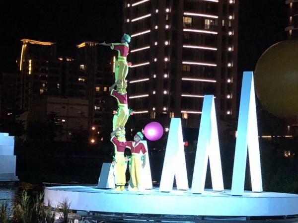 超夢幻的《水young桃源》大型音樂劇戶外表演開演,只限假日晚間演出。(文化局提供)
