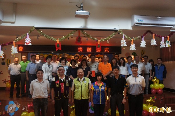 澎湖51所國中小校長齊聚一堂,感謝國際獅子會對於澎湖教育的奉獻。(記者劉禹慶攝)