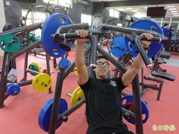永華國民運動中心體適能區有許多健身器材,並有教練指導。(記者洪瑞琴攝)