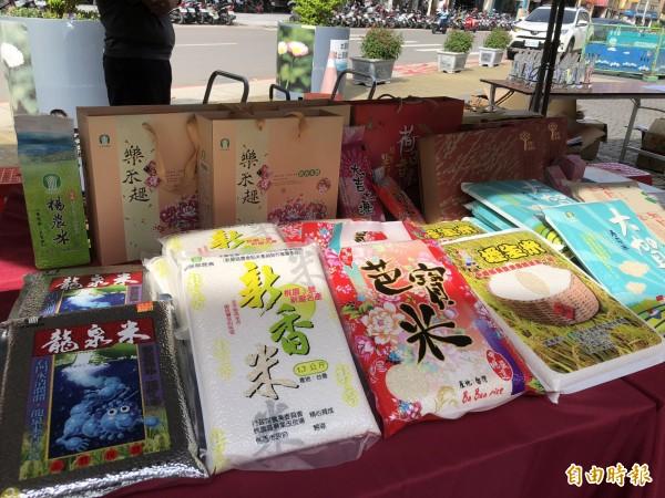 桃園市各區稻米各有特色,這次派出12組參賽。(記者陳昀攝)