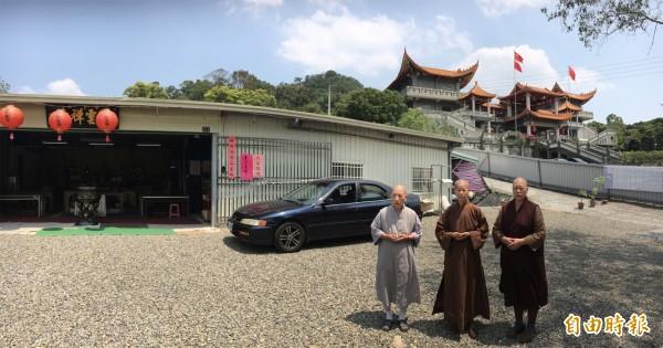 比丘尼被魏明仁趕出廟門在隔壁另起「碧雲禪寺」。(記者顏宏駿攝)