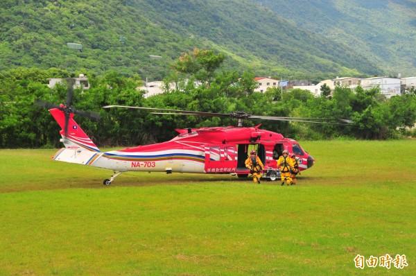 山難搜救動用到直升機的部份,經常被批浪費資源,但登山客的生命權一樣受到憲法保障,合理的使用直升機仍屬必要。(記者花孟璟攝)