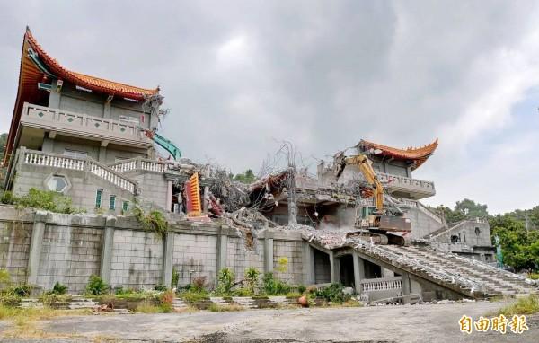 彰化之恥「五星共產寺」已被拆成斷垣殘壁。(記者陳冠備攝)