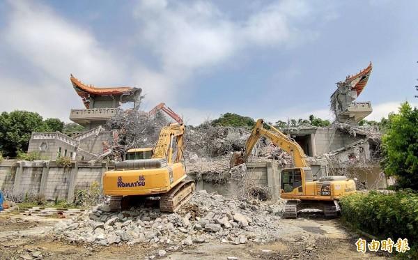 大違建五星共產寺拆除完成2/3。(記者陳冠備攝)