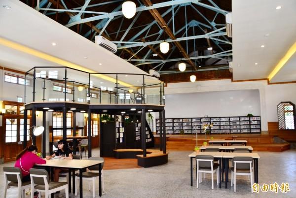 內部裝修完成後,公會堂變身青少年圖書館。(記者吳俊鋒攝)