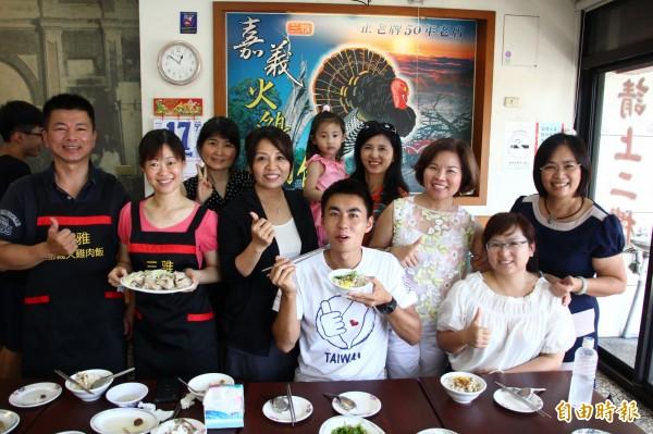 嘉義市三雅嘉義火雞肉飯許多客人都愛吃。(記者林宜樟攝)