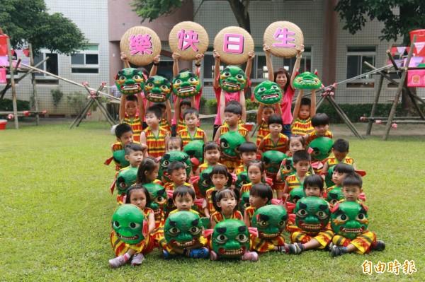 幼兒園小朋友表演舞獅,慶祝聯合托育20週年。(記者詹士弘攝)