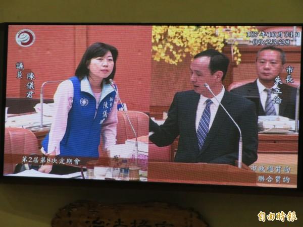 市議員陳儀君關心朱立倫對深澳燃煤電廠的態度。(記者何玉華攝)
