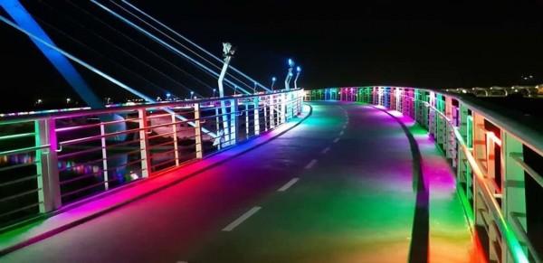 馬稠後產業園區「策馬飛輿」自行車道測試燈光。(嘉義縣政府提供)