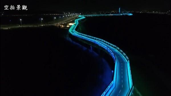 馬稠後產業園區「策馬飛輿」自行車道進行燈光測試。(嘉義縣政府提供)