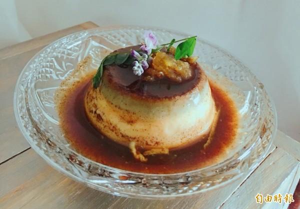 滑嫩的布丁與細緻的黑豆沙,迸出清爽微甜的絕妙滋味。(記者鄭名翔攝)